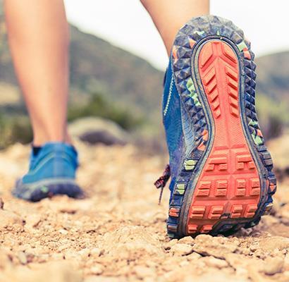 Wanderschuhe, festes Schuhwerk zum Vermeiden von Blasen