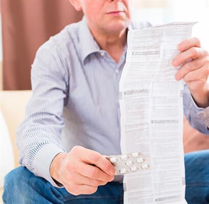 regelmäßige Prüfung der Medikamente in der Hausapotheke
