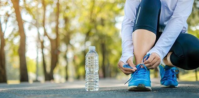 Marathon laufen - Lauschuhe zu binden